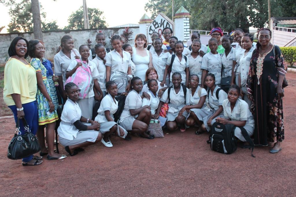 Kamerun_kansainvalnen_tytöt_koulu_ryhmä