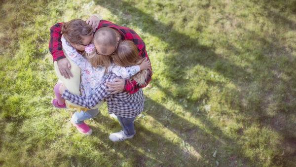 Perhehoitoliiton kuva, vain kampanjakäyttöön